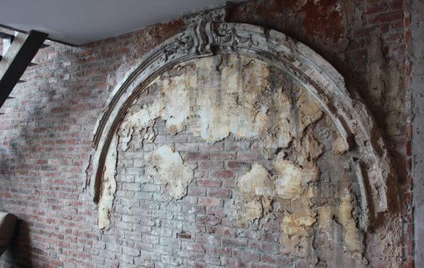 Древняя Арка в современном лофте