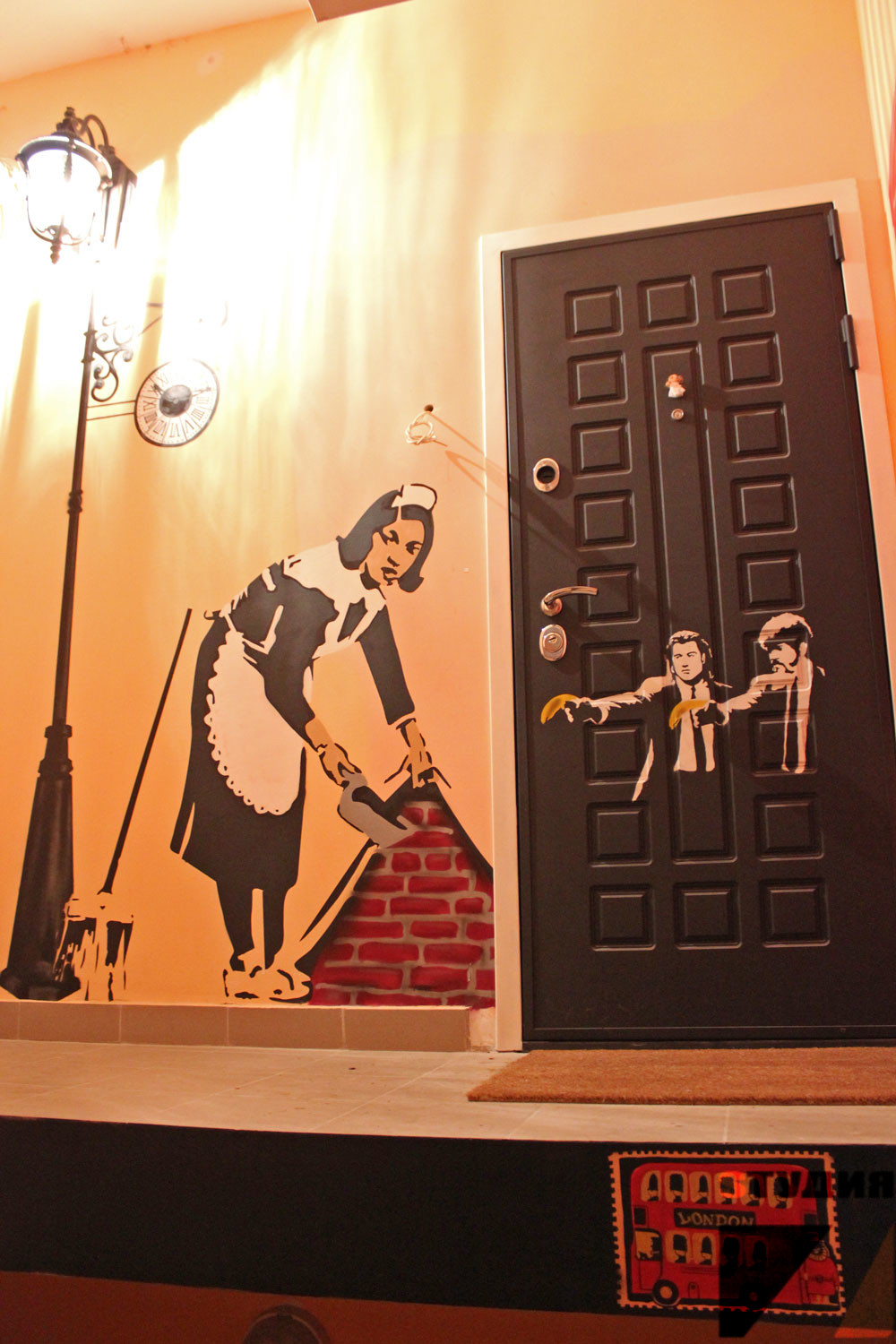 Banksy maid, Pulp fiction