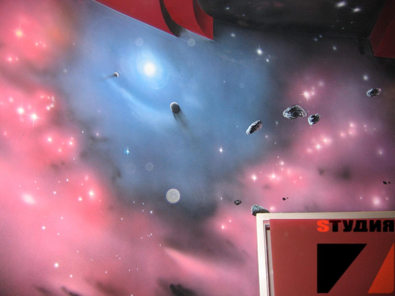 Роспись в квартире космос
