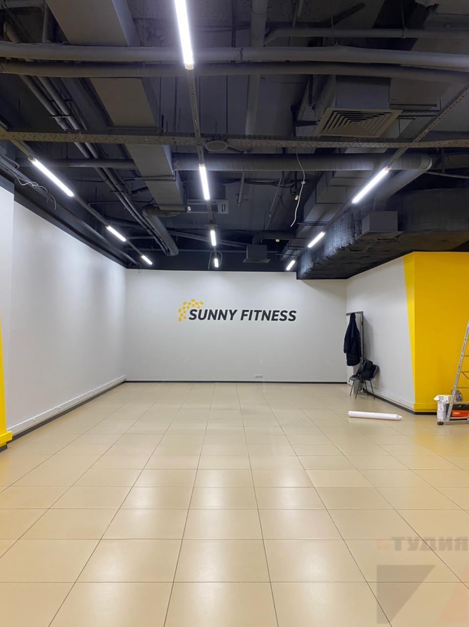 Роспись стен Нанесение логотипа Sunny Fitness